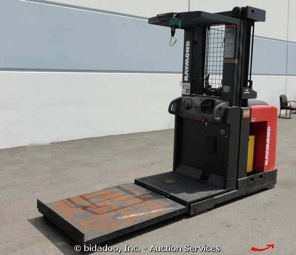 2004 Raymond 261-OPC30TT Electric 3,000 lb Warehouse Order Picker ...
